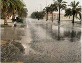 صور.. تساقط الأمطار فى مناطق متفرقة بالإمارات.. وتحذيرات للمواطنين