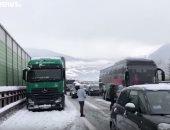 شاهد الثلوج تحاصر آلاف السيارات فى شمال إيطاليا
