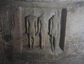 صور.. تفاصيل العثور على مقبرة عقب تنقيب مواطن عن الآثار قرب الأهرامات