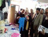 صور.. 4 آلاف قطعة ملابس فى معرض شتاء دافئ بمدرسة بكفر الشيخ