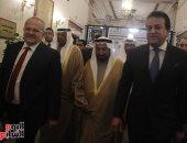 حاكم الشارقة ووزير التعليم العالى يصلان جامعة القاهرة