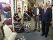 صور.. سفير إسبانيا بالقاهرة يزور معرض ديارنا و يشتري عسل أبيض وصابون