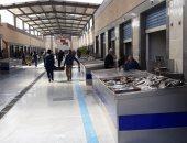 استقرار أسعار الأسماك بسوق العبور اليوم الأحد رغم إقبال المستهلكين