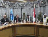 """صور.. مجلس """"الصحفيين"""" يهدى الشيخ سلطان القاسمى حاكم الشارقة درع النقابة"""