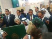 جامعة الدول العربية تهدى كتاب ألبومات صور الأمناء لحاكم الشارقة بمعرض الكتاب