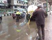 صور.. الدفع بسيارات شفط مياه الأمطار من شوارع الزقازيق