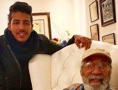 شاهد الظهور الأول للفنان الكبير محمود ياسين مع حفيده بعد غياب طويل