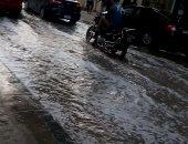 صور.. رفع درجة الطوارئ بالشرقية والدفع بسيارات لكسح مياه الأمطار من الشوارع