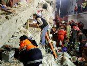 صور.. مصرع شخصين وإصابة 6 آخرين فى انهيار مبنى سكنى باسطنبول التركية