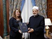 الإمام الأكبر يبحث مع وزيرة التضامن الاجتماعى سبل التعاون المشترك