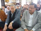 فيديو وصور...وزير التموين يؤدي صلاة الجمعة بمسجد بأبو كبير بالشرقية