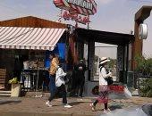 صور.. السياح فى أسوان يفضلون المشى.. وخبير سياحى يقترح تنظيم برامج رياضية