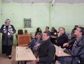 العمر لحظة.. طلاب جزائريون يلتقون مدرستهم بنفس الفصل بعد 50 عاما
