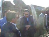 رئيس الوزراء يوقف أتوبيس زيارته لأسوان للاطمئنان على مصابى حادث بالطريق