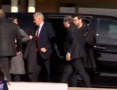 شاهد.. رئيس كتالونيا يزور قادة الانفصال فى سجنهم قبل أيام من بدء محاكمتهم