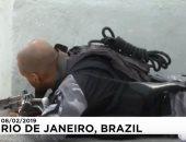 """شاهد.. حرب شوارع بين الشرطة البرازيلية ومهربى المخدرات فى """"ريو دى جانيرو"""""""