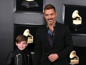 "بـ""شنبه""..ريكى مارتن وابنه مفاجأة حفل Grammy"