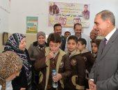 محافظ أسيوط يتابع سير أعمال حملة القضاء على الطفيليات المعوية لطلاب المدارس