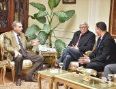 صور.. محافظ أسيوط يبحث مع سفير باراجواى سبل التعاون وجذب استثمارات جديدة