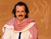 شاهد الموسيقار العالمى يانى يزور متحف اللوفر بأبو ظبى.. فيديو