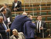 صور.. بالاحضان.. نواب الشعب يحتفلون بإتمام المرحلة الأولى للتعديلات الدستورية