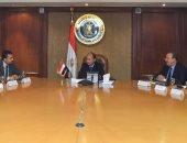 """وزير الصناعة يبحث مع وفد """"سيمنس"""" تطورات خطة تحسين قدرات الصناعة المصرية"""