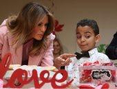 صور.. ميلانيا ترامب تقضى عيد الحب بصحبة أطفال مرضى بولاية ماريلاند