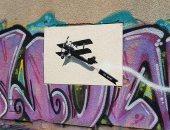 """بعد 3 سنوات من إزالتها.. """"طائرة الحب"""" للرسام بانكسى تعود بشكل غامض ..صور"""