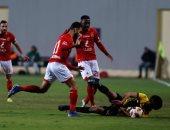 10 آلاف مشجع فى مباراة الأهلى وشبيبة الساورة الجزائرى