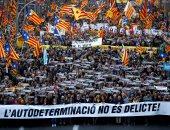 صور.. احتجاجات حاشدة فى شوارع برشلونة للمطالبة بانفصال إقليم كتالونيا