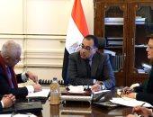 صور.. رئيس الوزراء يتابع تطبيق منظومة التعليم الجديدة وتسليم التابلت