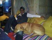 أنا وأليفى.. أيمن يرسل صورة لكلبه.. ويؤكد: صديقى الصدوق