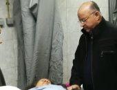 فيديو وصور.. محافظ القاهرة يتفقد مصابى الحادث الإرهابى بمستشفى الحسين الجامعى