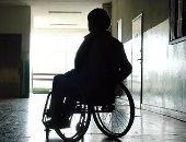 قارئ يناشد وزارة الصحة توفير كرسى متحرك لمساعدته على الحركة