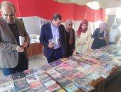صور.. رئيس جامعة سوهاج يفتتح معرض الكتاب بكلية التجارة