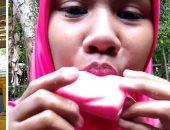 إندونيسية تجتاح انستجرام بسبب أكل الصابون.. وتؤكد: اتوحمت عليه وأنا حامل..فيديو