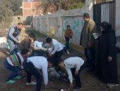 شكوى من إجبار مسئولى مدرسة أبو الشقوق الطلاب على جمع القمامة بالشرقية
