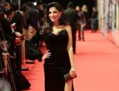 مى عمر تتعرض لموقف طريف على السجادة الحمراء بسبب زوجها المخرج محمد سامى