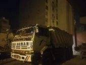 ضبط 4 سيارات نقل تلقى مخلفات الهدم بالشوارع فى الجيزة