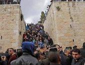 فلسطينيون يؤدون الصلاة بمصلى باب الرحمة فى الأقصى لأول مرة منذ 16 عاما