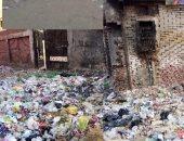 قارئ يشكو من انتشار القمامة بشارع فى نجع حمادى