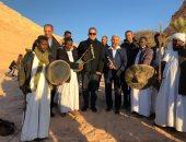زوار  أبو سمبل لـ وزير الآثار: الاكتشاف المقبل هيكون فين؟