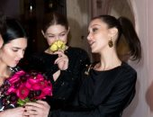 صور.. كيندال جينر وبيلا وجى جى حديد خلال توجههن لحفل عشاء Versace
