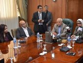 النائبة سعاد المصري ترافق وزيرة الصحة خلال زيارتها بورسعيد