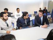 وزير التعليم العالى يجلس وسط الطلاب بمحاضرات أول جامعة بالعاصمة الإدارية