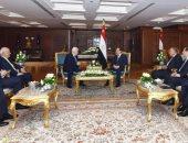 """السيسى لـ""""أبو مازن"""": موقف مصر ثابت تجاه القضية الفلسطينية وحل الدولتين"""