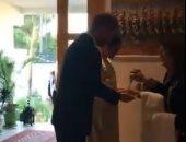 بماء الورد.. شاهد استقبال الأمير هارى وميجان بمنزل السفير البريطانى بالمغرب
