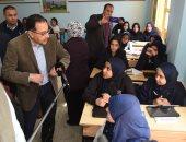 صور.. رئيس الوزراء يتفقد مدرسة السويس الثانوية بنات