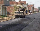 محافظ البحيرة يوجة بإستكمال أعمال رصف الطرق بنطاق المحافظة