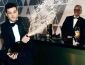 """رامى مالك يحتفل بجائزة الأوسكار بـ""""دش"""" من الشمبانيا.. صور وفيديو"""